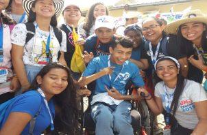 Joven en silla de ruedas logra bendición del papa Francisco. Foto/Adiel Bonilla