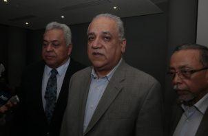 Camacho es el denunciante. Lo acompañaron abogados.  Víctor Arosemena