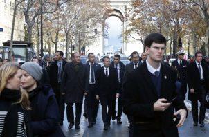 El presidente de Francia Emmanel MAcron, y El ministro francés del Interior, Christophe Castaner, evaluán la situación luego de las protestas.