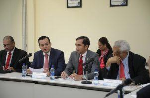 Hasta el momento 65 abogados han presentado sus documentos para aspirar a un cargo como magistrado del supremo panameño. Foto: Víctor Arosemena.