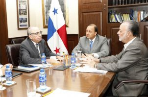 Dilio Arcia, fiscal electoral, se reunió con dos de los tres magistrados del Tribunal Electoral.