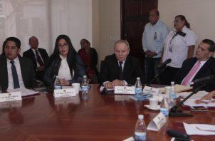 Diputados de Credenciales durante la última reunión de esta comisión permanente, celebrada  la semana pasada. Víctor Arosemena