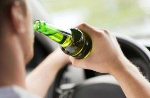 La acción de manejar bajo efectos del alcohol debería sancionarse. Foto: Archivo