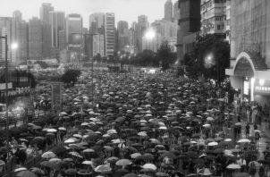 Manifestación del pasado domingo 18 de agosto en Hong Kong, que se caracterizó por una total ausencia de incidentes violentos. Foto: EFE.
