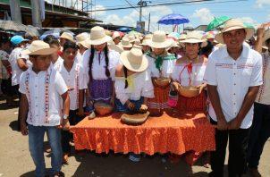 Un sinnúmero de delegaciones participaron el desfile, con manifestaciones del folclor del distrito ocueño. Foto/Thays Domínguez