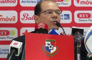 Manuel Arias trató de calmar la situación.
