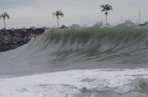 El Sinaproc  indicó que las máximas mareas alcanzarán los 18.6 pies de altura (5.67 metros).