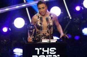 Marta obtiene el premio 'The Best' a mejor jugadora femenina de la FIFA. Foto:EFE