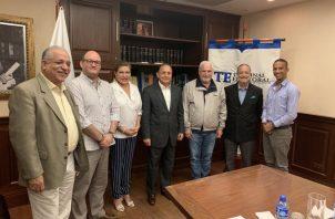 El expresidente Ricardo Martinelli conversa con los tres magistrados del Tribunal Electoral sobre el futuro de Cambio Democrático.