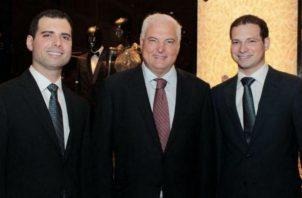 Los hermanos Martinelli Linares, junto al expresidente Ricardo Martinelli.