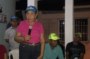 Mayín Correa, quien conversó con los residentes de Las Acacias, es la suplente de Ricardo Martinelli en su candidatura como diputado al circuito 8-8.