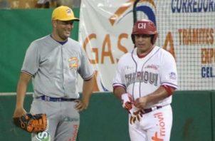 Carlos 'Calicho' Ruiz pegó un cuadrangular anoche en el Kenny Serracín. Foto:Fedebeis