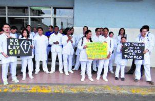 En Panamá hay escasez de  médicos especialistas, en todos los hospitales públicos.