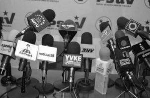 Algunos medios de comunicación social: televisivos, radiales o escritos, tienen como fuente principal las notas de prensa de las instituciones del Estado. Foto: Archivo.