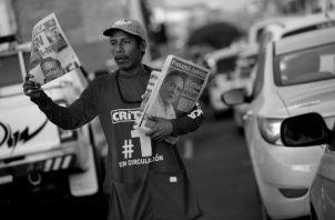Portadas de los diarios Panamá América y Crítica, en las que se anuncia sobre el reñido triunfo del candidato presidencial por el Partido Revolucionario Democrático, Laurentino 'Nito' Cortizo. Las elecciones se realizaron el domingo 5 de mayo. Foto: EFE.