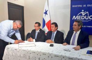 En la mesa bilateral participó la dirigencia del Meduca con la mediación de la Defensoría del Pueblo.