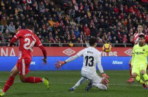 Leo Messi vacuna al Girona. Foto AP