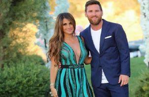 Messi y su esposa.