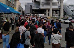 El servicio de metrobús llegó a rescatar a los usuarios, pero no fue suficiente. Foto de cortesía