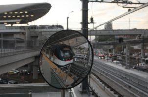 La mayoría de los usuarios se siente triste por tener que volver a utilizar metrobuses y enfrentarse a los tranques. Víctor Arosemena
