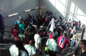 Peregrinos se toman estaciones de la Línea 1 del Metro de Panamá. Foto: Panamá América.
