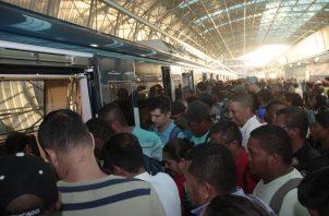 La Estación San Miguelito presenta problema de aglomeración desde la inauguración de la Línea 2. Foto Víctor Arosemena