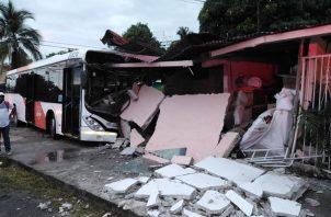 Ninguno de los habitantes de la residencia resultó herido, según Mi Bus. Foto: Mi Bus.