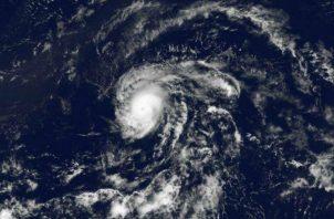 El ciclón se desplaza a 4 kilómetros por hora al oeste-noroeste con vientos máximos sostenidos de 65 kilómetros por hora. Ilustrativa/ EFE