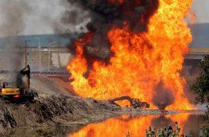 """Para frenar el incendio, se bloquearon las """"válvulas de seccionamiento"""", detalló la petrolera estatal."""