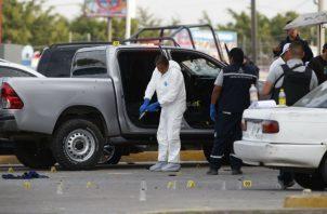 Testigos relataron que varias personas llamaron a la puerta de la casa de Barroso y al abrir, el periodista fue agredido.