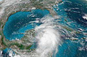 El huracán Michael llegará a Panamá City con categoría 5, según el Centro Nacional de Huracanes. Foto: EFE.