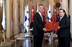 También se suscribieron acuerdos para exportación de piñas, cobia y barillete negro