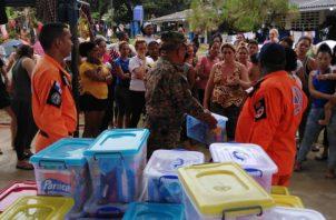 Autoridades tratan de controlar migración masiva de cubanos y africanos en Puerto Obaldía. Foto: Panamá América.