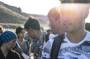 Migrantes de Afganistán constituían la mayoría de los 10 mil que llegaron a Grecia de Turquía en agosto. Foto/ Laura Boushnak para The New York Times.