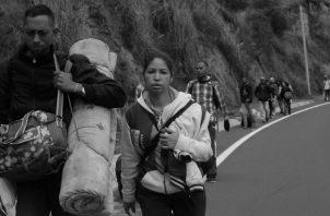 """Observar caravanas de centroamericanos, creyendo encontrar en los Estados Unidos la realización del """"sueño americano"""", mueren en el trayecto. Foto: Archivo."""