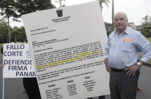 Miguel Antonio Bernal mostró orden del Tribunal Electoral para hacerle una auditoría. Víctor Arosemena