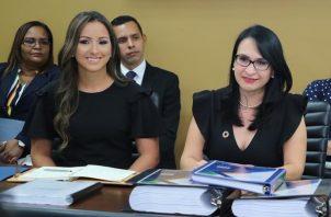 Milagros Ramos (izq.) junto con la ministra designada del Mides, Markova Concepción, durante la reunión de transición que se realizó el 13 de junio.