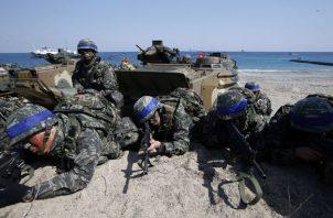 En ambos ejercicios militares participaban miles de soldados de Estados Unidos y de Corea del Sur, así como contingentes de Australia, el Reino Unido y Francia, entre otros. FOTO/AP