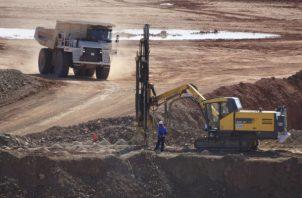 """Minera Panamá señaló que """"continúa desarrollando el proyecto Cobre Panamá, """"el cual actualmente emplea a más de 9,000 panameños"""". Foto/Efe"""