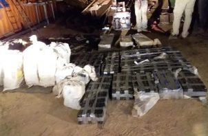La Fiscalía de Drogas del Ministerio Público junto a la Policía Nacional decomisaron este fin de semana paquetes de sustancia ilícita y un auto valorado en 100 mil dólares.