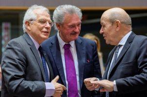 Los ministros de Exteriores de España, Josep Borrell, y de Francia, Jean-Yves Le Drian, trataron de conocer de primera mano la situación en Venezuela. FOTO/EFE