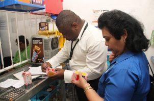 El Minsa detecta diversas anomalías en farmacias y abarroterías de San Miguelito. Foto: Minsa.