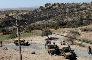 La policía turcochipriota acordonó el área después de una explosión antes del amanecer, en las afueras de la aldea de Tashkent, en la parte turca-chipriota del norte de la dividida Chipre. FOTO/AP