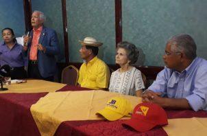 Reunión entre fundadores del partido y el candidato José Blandón. Foto: Víctor Arosemena