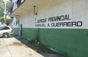 El cuerpo fue llevado a la morgue judicial para hacer la autopsia de rigor. Foto: Diómedes Sánchez S.