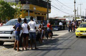 Se registra balacera en minisúper El Barsa. Foto: Edward Santos.