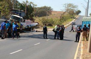 Los vehículos arrollados por el camión estaban detenidos en la vía. Foto: Thays Domínguez.