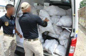 Unos 148 sacos de ñame fueron retenidos en Merca Panamá por supuesto contrabando.