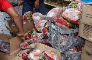 En años anteriores la mayoría de los jamones que se vendían en las naviferias organizadas por el IMA eran importados, razón por la cual por porcinocultores se quejaban de la situación. Foto/Archivo