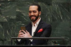 Nayid Bukele se tomó el selfie en la ONU con un iPhone 11 Pro. Foto: EFE.